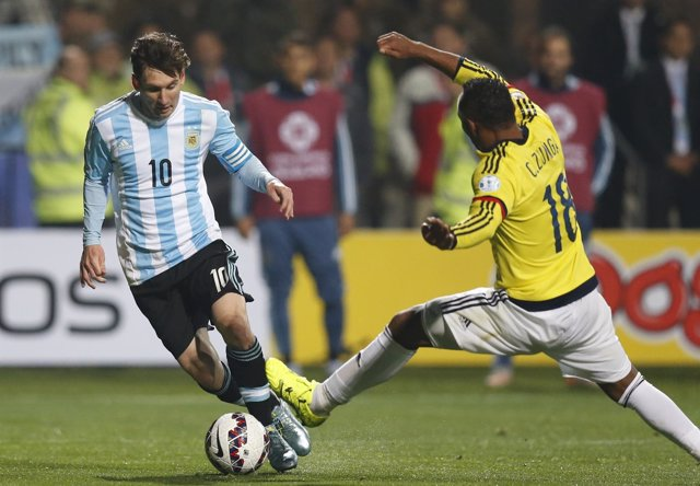 Argentina's Messi controls the ball next to Colombia's Zuniga during their Copa
