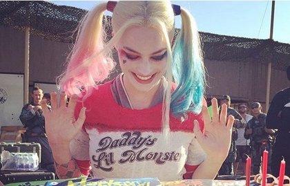 Suicide Squad: Margot Robbie celebra su cumpleaños con una tarta de Harley Quinn
