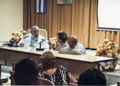 Fidel Castro reaparece en público en un intercambio con maestros queseros en Guatao