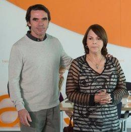 Mitzy Capriles, esposa de Antonio Ledesma, con José María Aznar