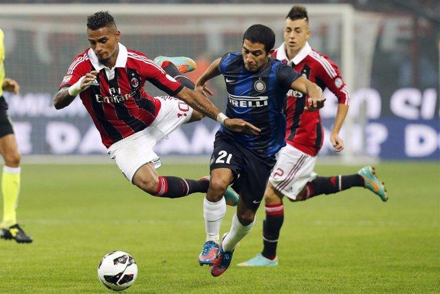Kevin Price Boateng y Gargano en un Milan - Inter