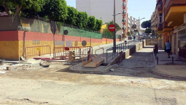 Obras en la calle Quinta Avenida de Almería