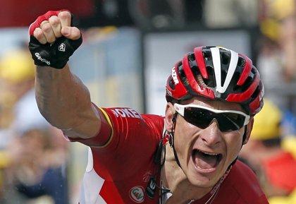 Nairo Quintana sufre inconvenientes en una segunda etapa liderada por Greipel