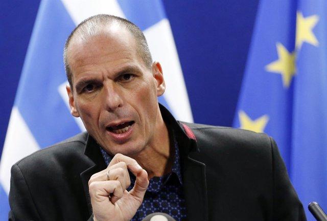 Varoufakis ve necesario aplazar mediante un canje el pago de la deuda griega con