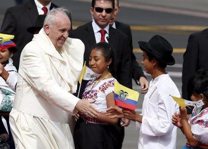 """El Papa dice en Ecuador que las """"minorías vulnerables"""" son aún la """"deuda"""" de América Latina"""