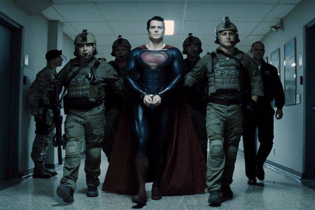 Superman, Man of Steel, El hombre de acero