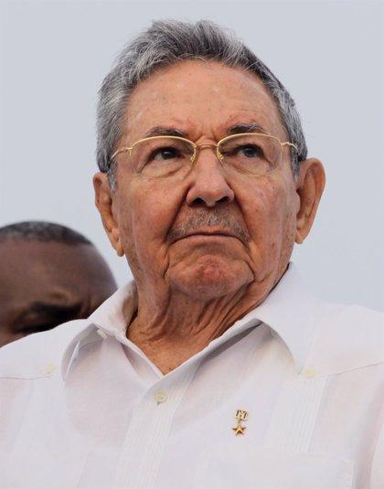 """Raúl Castro felicita a Tsipras por su """"valiente política"""""""