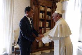 El Papa mantiene un encuentro privado con Correa y lanza un mensaje por la inclusión desde la Catedral de Quito
