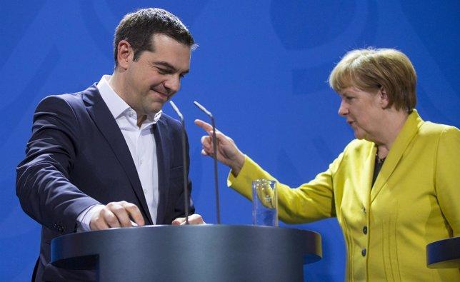 El primer ministro griego, Alexis Tsipras, y la canciller alemana, Angela Merkel