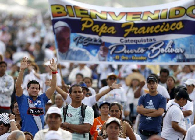 Ecuatorianos esperan al Papa en el Parque Samanes en Guayaquil