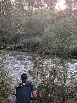 Rescatan a un joven del río Cabriel