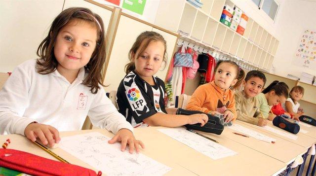 Niños en un aula escolar