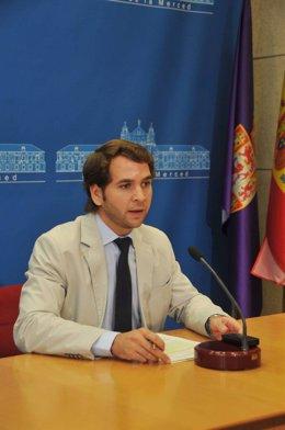 El alcalde de Cabra, Fernando Priego, en una rueda de prensa en la Diputación