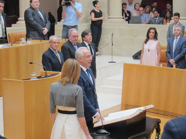 Toma de posesión de Ceniceros en el Parlamento de La Rioja