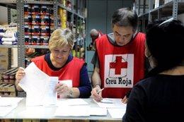 Reparto de alimentos de Creu Roja Catalunya