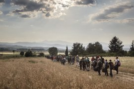 Más de 2.000 refugiados atrapados entre Grecia y Macedonia