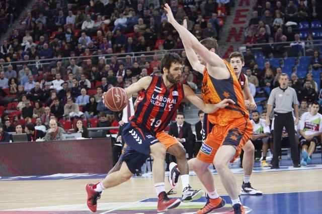 Fernando San Emeterio en el Laboral Kutxa - Valencia Basket