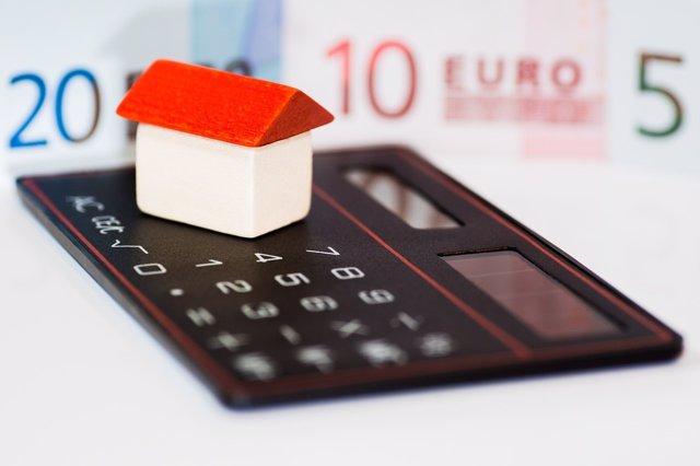 Cómo cambiar las condiciones de una hipoteca. Calculadora y casa de juguete.