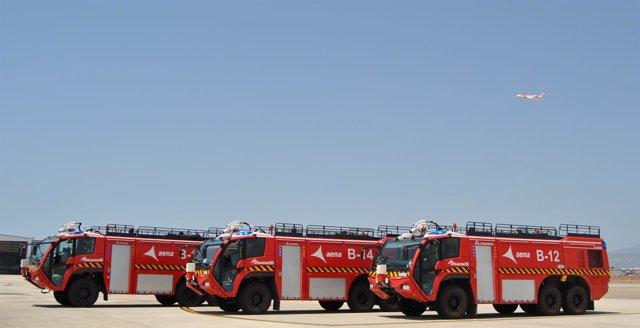 Camiones contraincendios en el aeropuerto de Palma