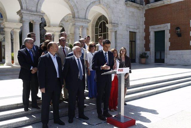 Pedro Sánchez antes de la reunión de trabajo para la reforma de la Conctitución