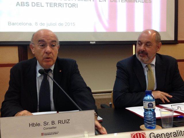 El conseller de Salud, Boi Ruiz, y el director del CatSalut, Josep Maria Padrosa