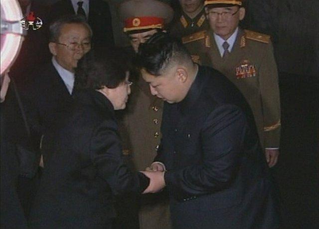 La ex primera dama surcoreana Lee Hee Ho junto al líder norcoreano, Kim Jong Un