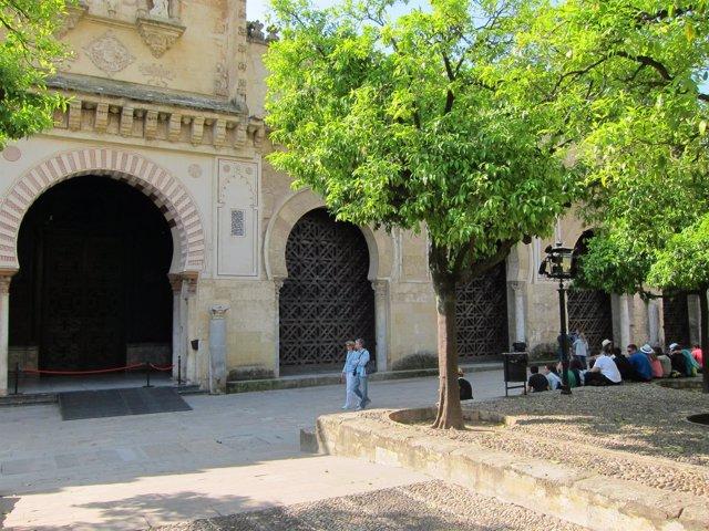 Fachada de la Mezquita-Catedral de Córdoba donde se abrirá la nueva puerta