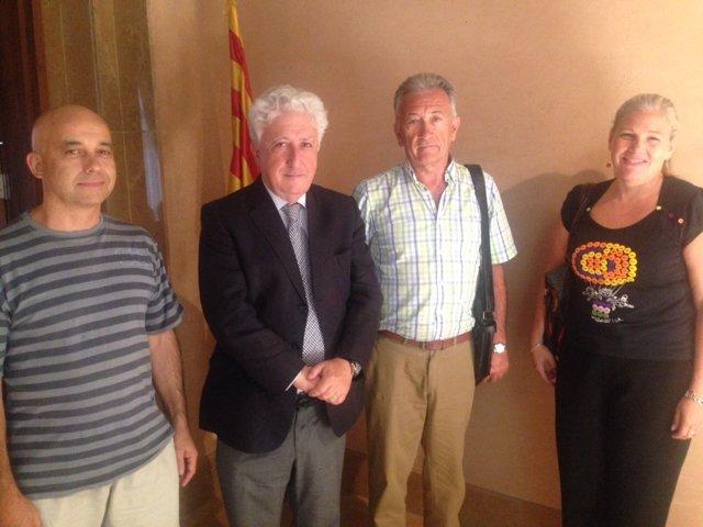 El Justicia junto a los responsables del Albergue Municipal