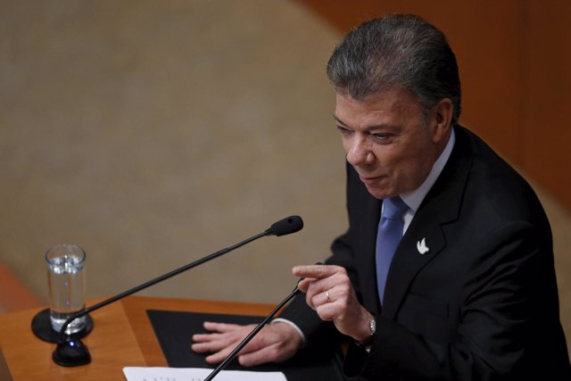 Colombia's President Juan Manuel Santos gives a speech during a Plenary Session