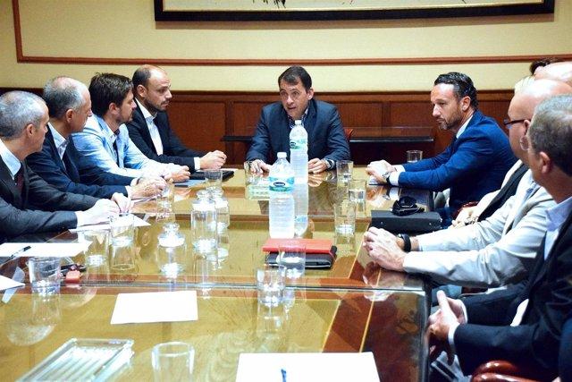 Reunión con representantes de Ashotel