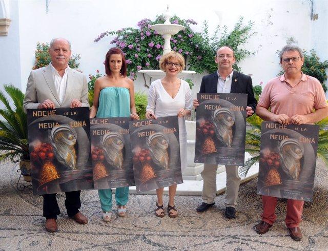 Ruz (centro), junto a Martín, con el cartel de la actividad