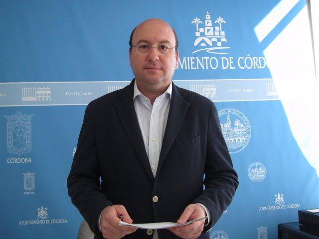 Rafael Navas en una rueda de prensa en el Ayuntamiento
