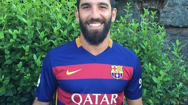 Arda Turan con la camiseta del Barcelona