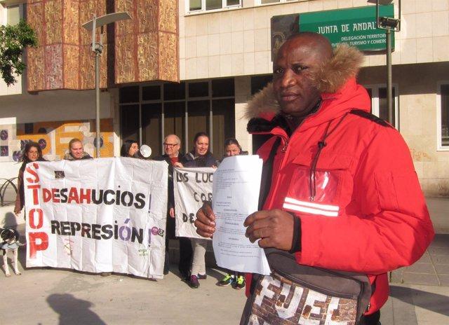 Kenneth, familia, desahucio, Málaga, Stop Desahucios, desalojo, Málaga