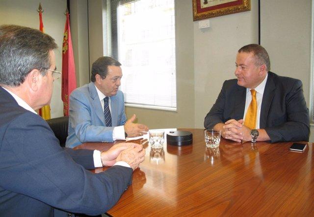El consejero de Fomento e Infraestructuras se reúne con el presidente de Croem