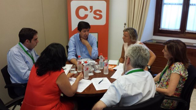 Juan Marín reunido con miembros de ATA y UPTA