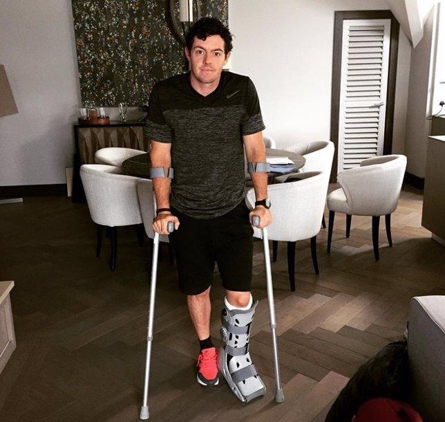 McIlroy se rompe jugando al fútbol antes del Open Británico