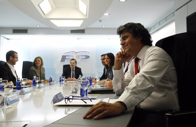 Jorge Moragas con Rajoy y los vicesecretarios del PP