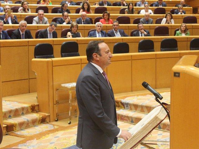 Sanz toma posesión como senador por La Rioja