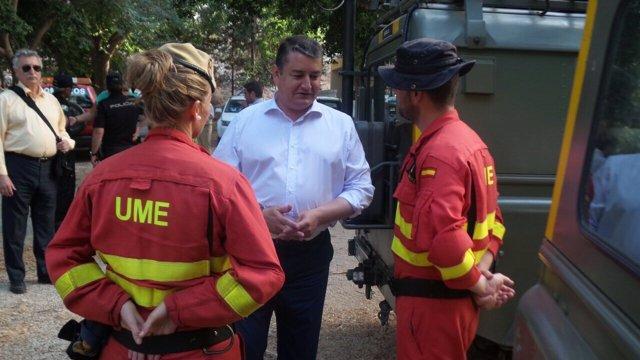 Sanz visita el puesto de mando del incendio de Gualchos