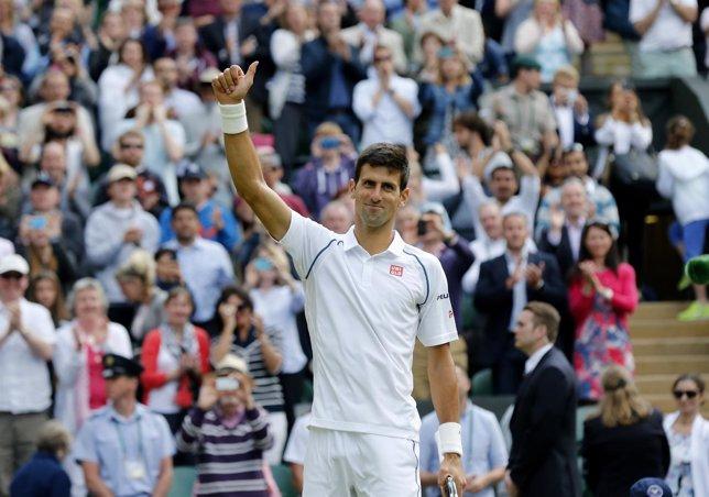 Djokovic se pone serio para estar en las semifinales de Wimbledon