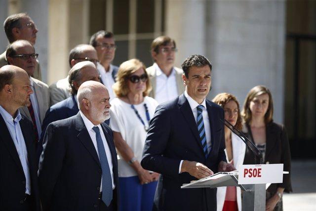 Pedro Sánchez antes de la reunión de trabajo para la reforma de la Constitución