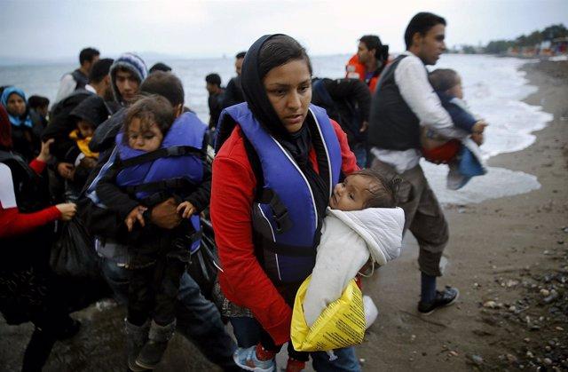 Inmigrantes afganos desembarcan en la isla griega de Kos