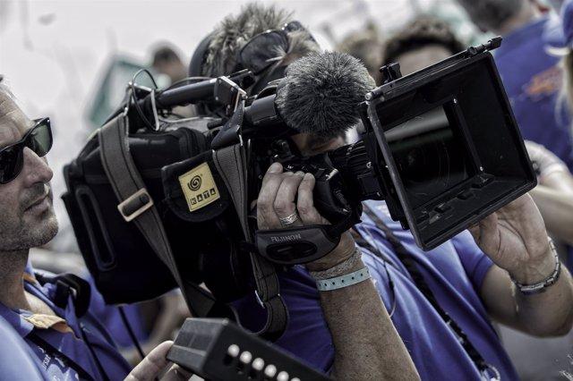 Un cámara graba durante la Volvo Ocean Race