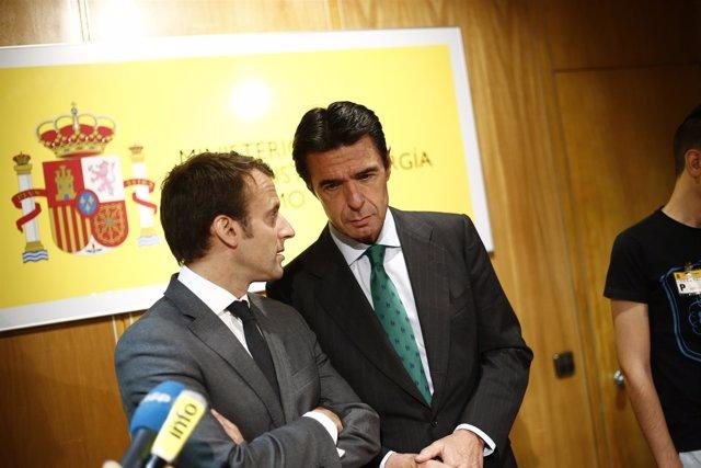 José Manuel Soria y el ministro de Finanzas de Francia, Emmanuel Macron
