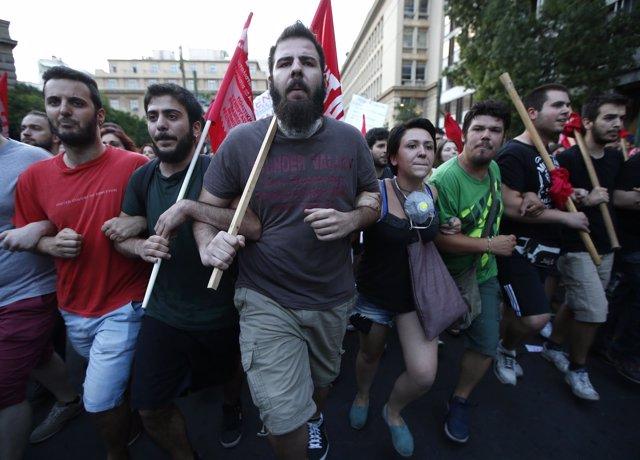 Manifestantes antiausteridad en protesta en Atenas 10 de julio