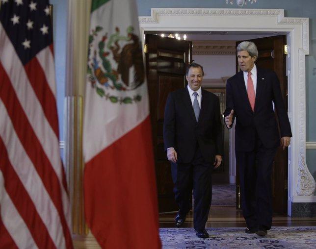 El ministro de Asuntos Exteriores, J. Antonio Meade, y John Kerry.