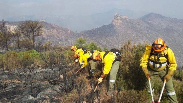 Brigadas trabajando en el incendio de Montán