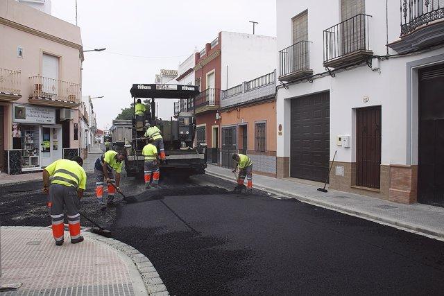 Asfaltado de la calle Muñoz Seca gracias al Plan Supera