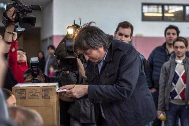 Máximo Kirchner votando en las elecciones legislativas